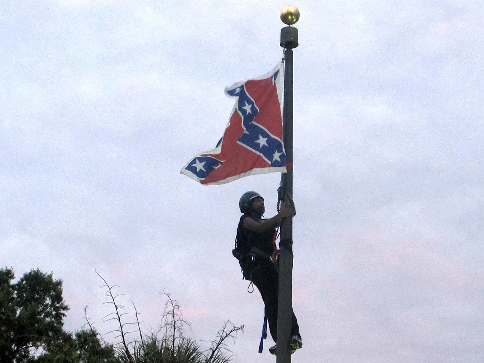 APTOPIX Charleston Shooting Confederate Flag_167623