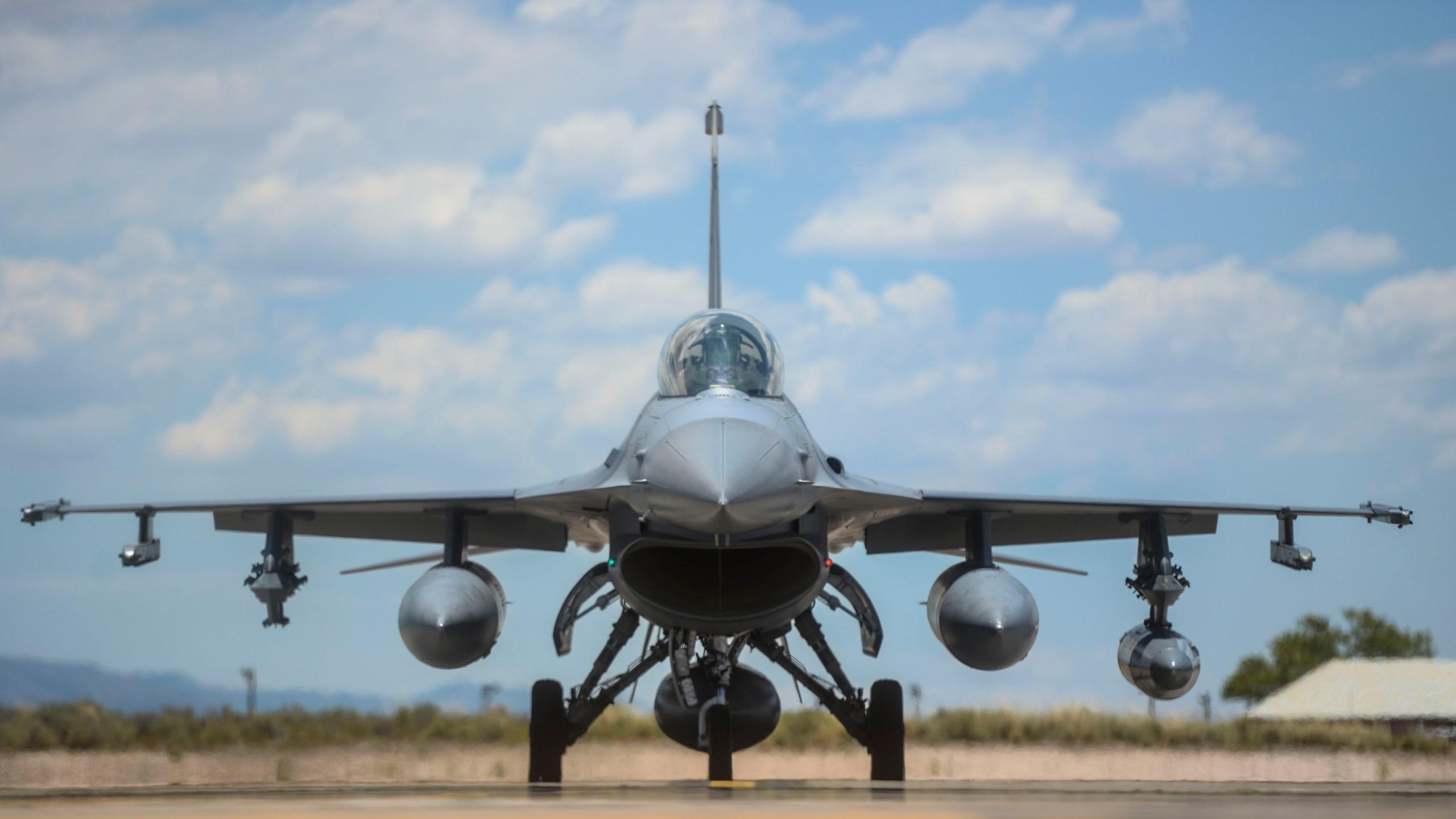 F-16s arrive at Holloman_264867