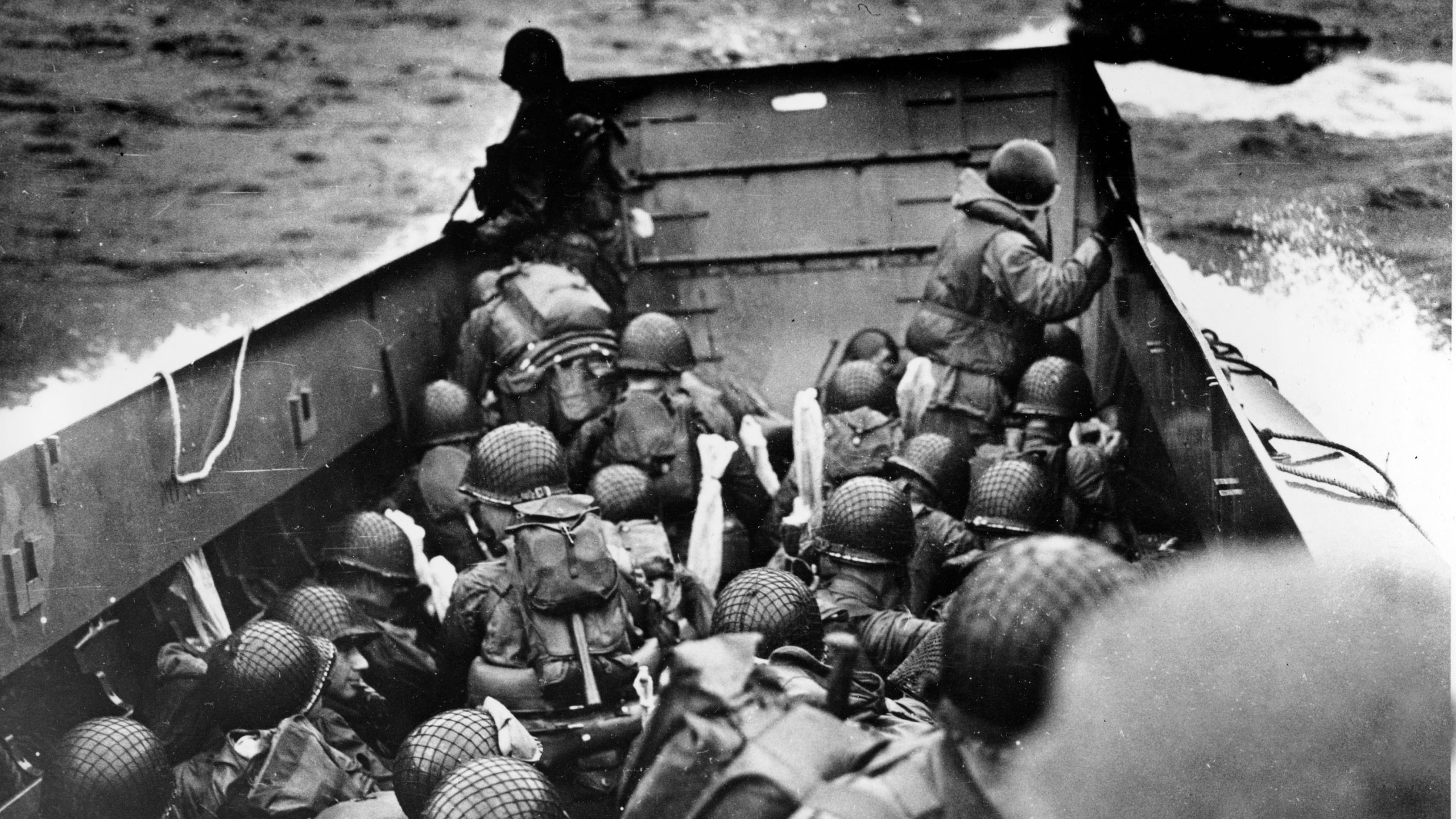 WWII D-DAY NORMANDY INVASION_380952