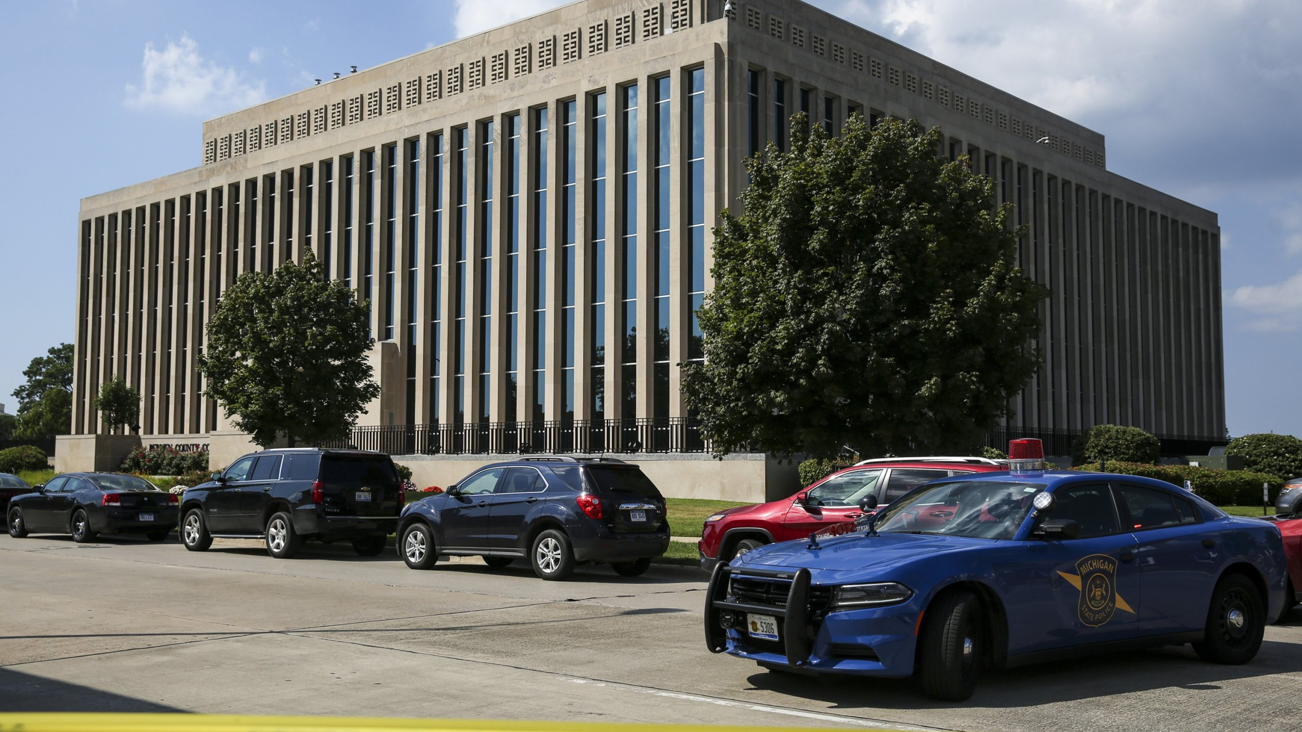 Michigan Courthouse-Shooting_400272