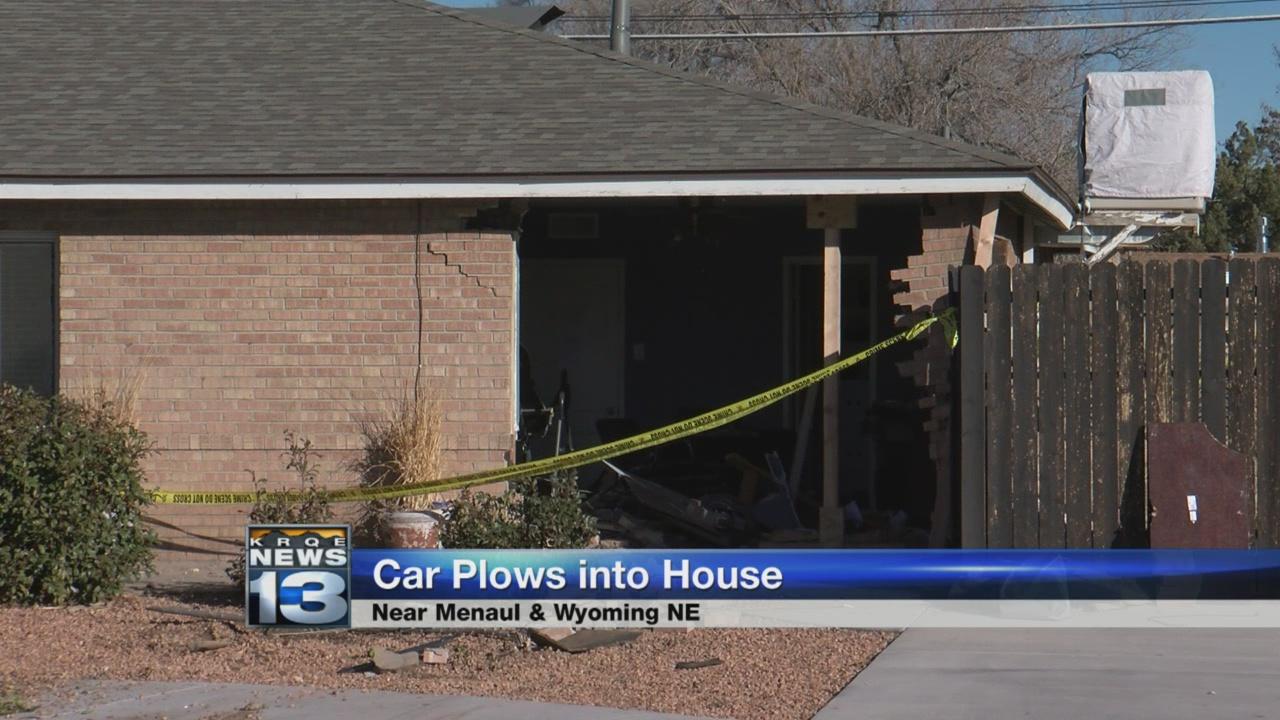 car-into-house_516217
