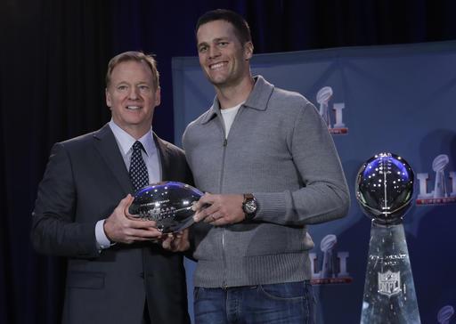 Patriots Falcons Super Bowl Football_522727