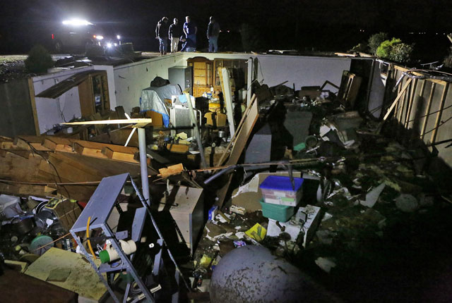 Tornado damage in central US_541857