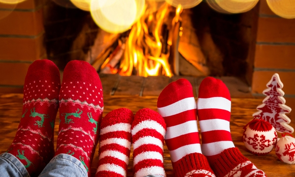 fireplace-family-christmas-holiday-winter_1513205982103_323806_ver1-0_30202883_ver1-0_640_360_747992