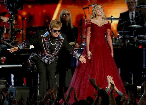 Elton John, Miley Cyrus_779691