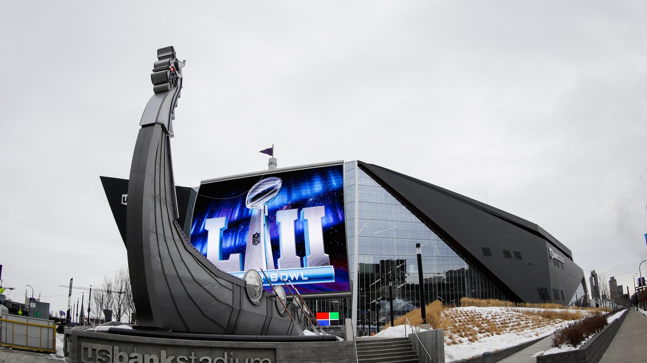 Eagles_Patriots_Super_Bowl_Football_47898-159532.jpg52790740
