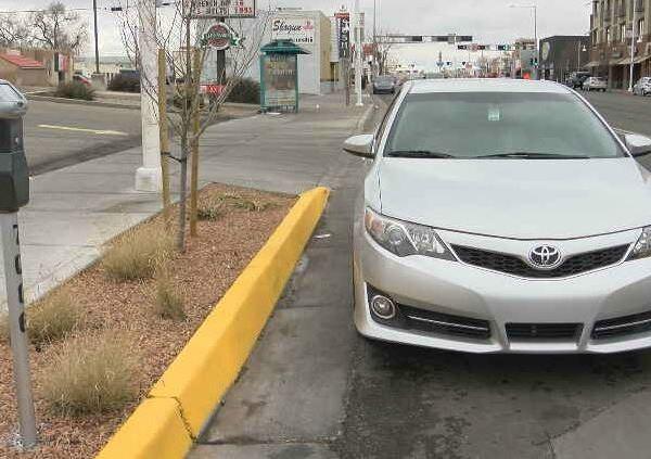 Confusing parking lot along Central Avenue_795027