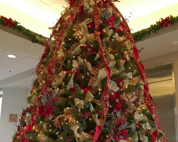 stockexchange_christmas_tree_lobby_office_1517521691728.jpg