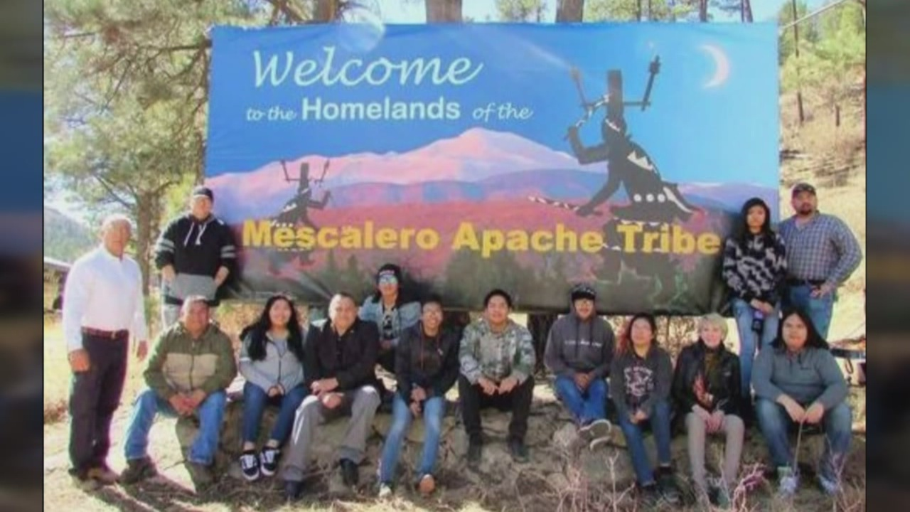 Students redesign billboard in southern New Mexico_787852