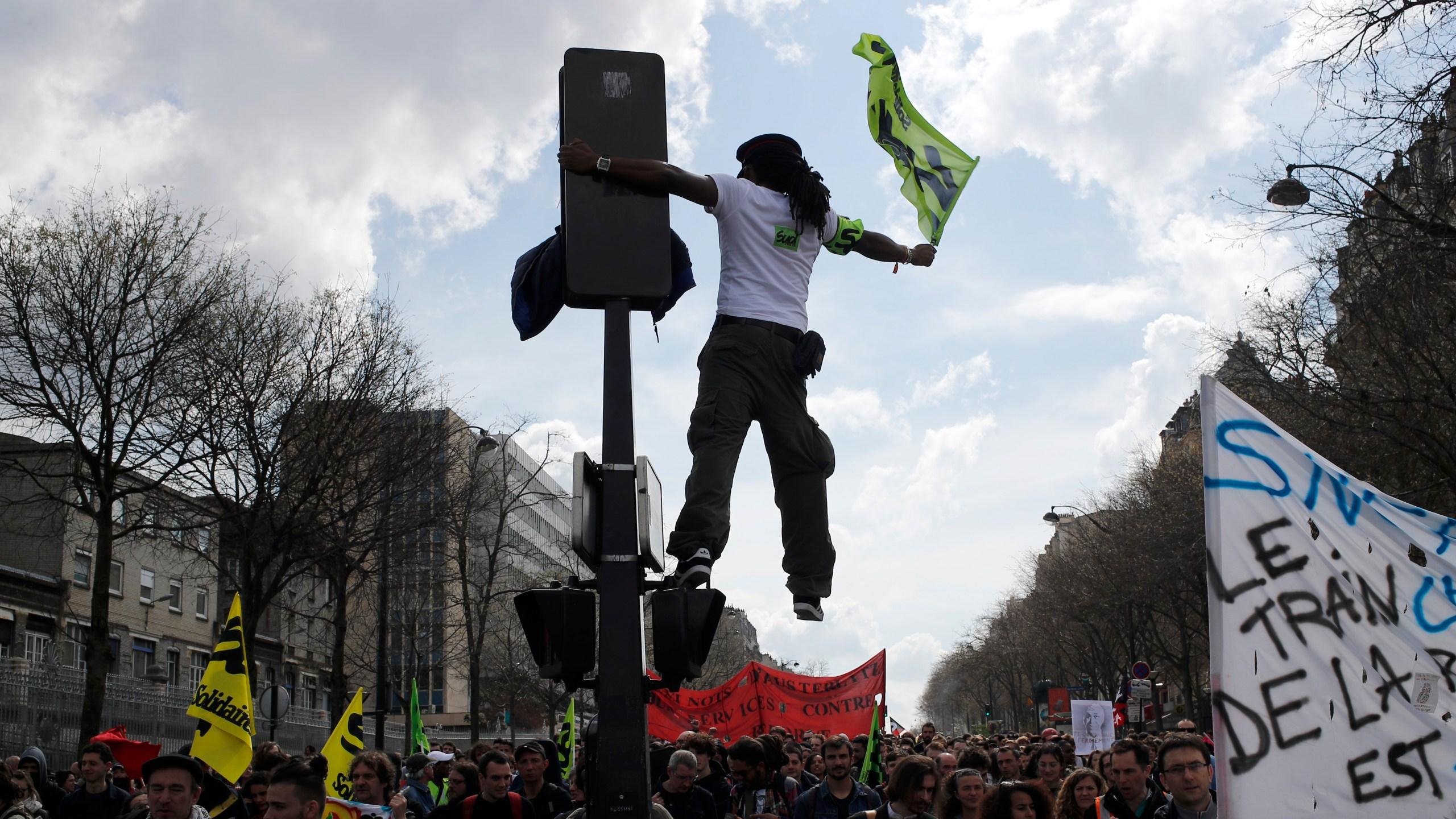 France Strikes_1523641382353