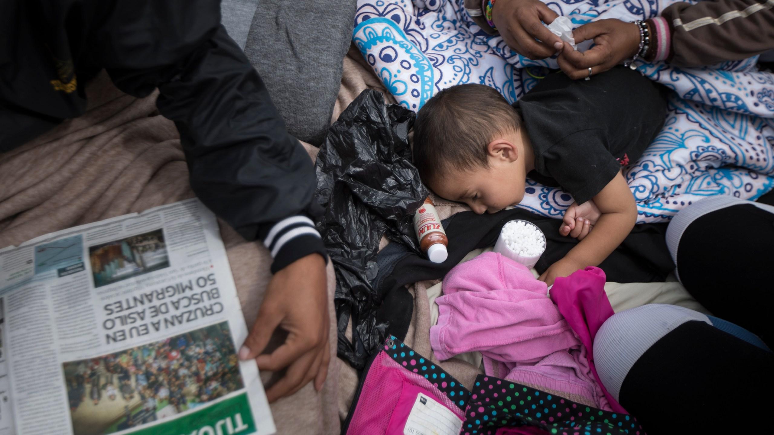 Mexico_Migrants_Caravan_73848-159532.jpg98248613