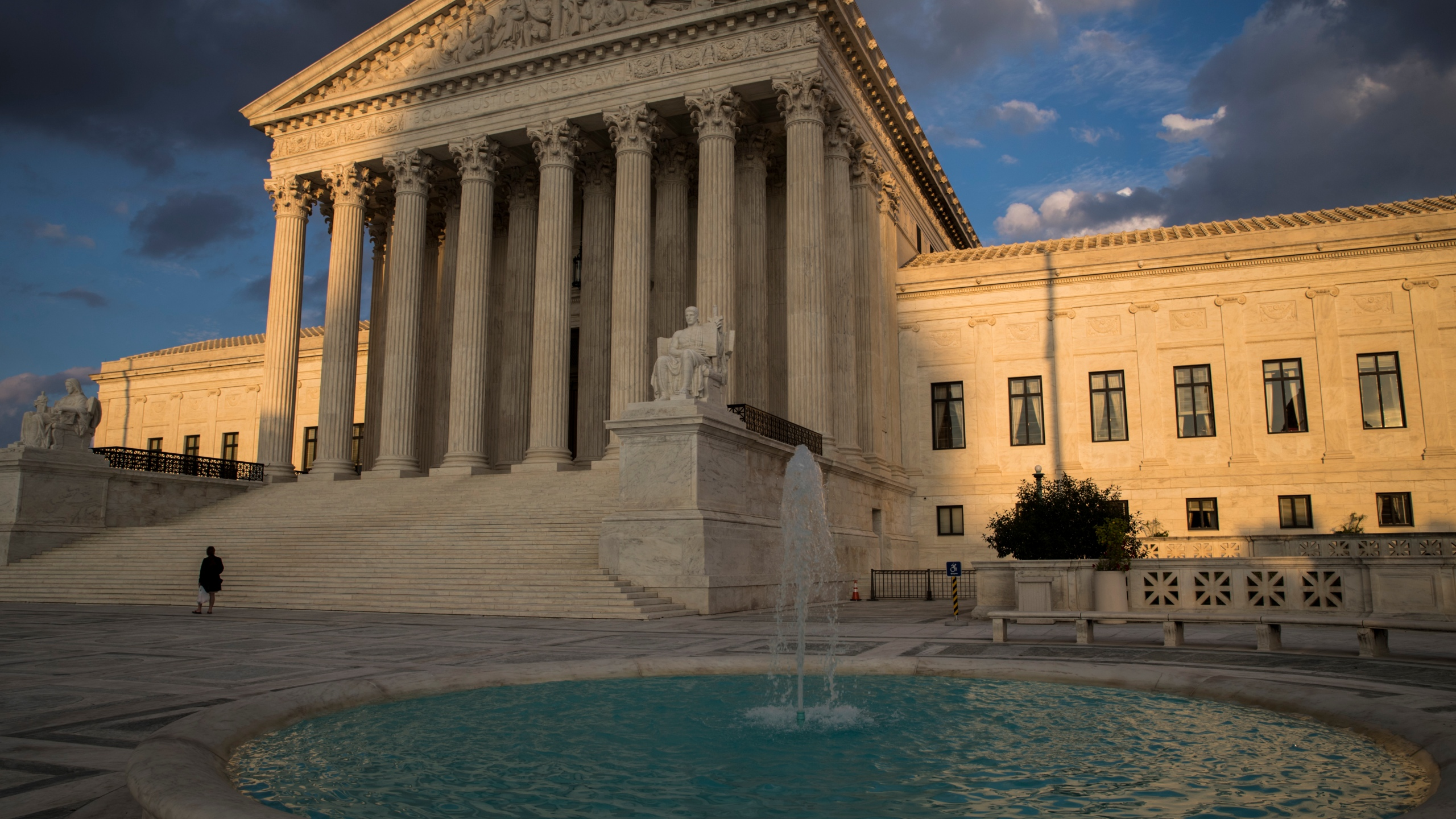 Supreme_Court_Cellphone_Tracking_83987-159532.jpg81611680