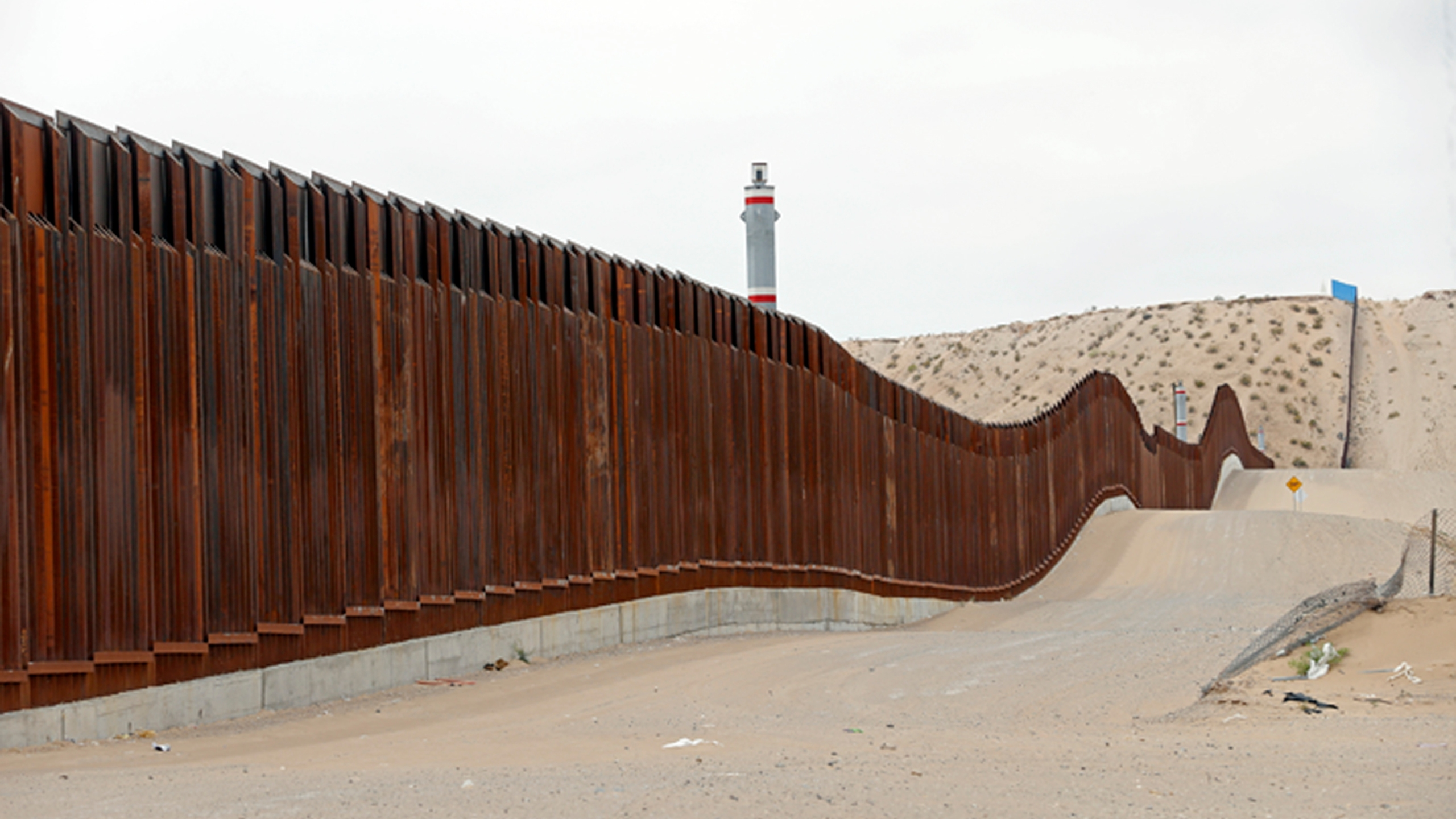 Trump_Border_38084-159532.jpg34564127