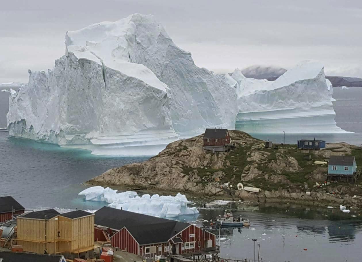 CORRECTION_Greenland_Iceberg_64681-159532.jpg75899627