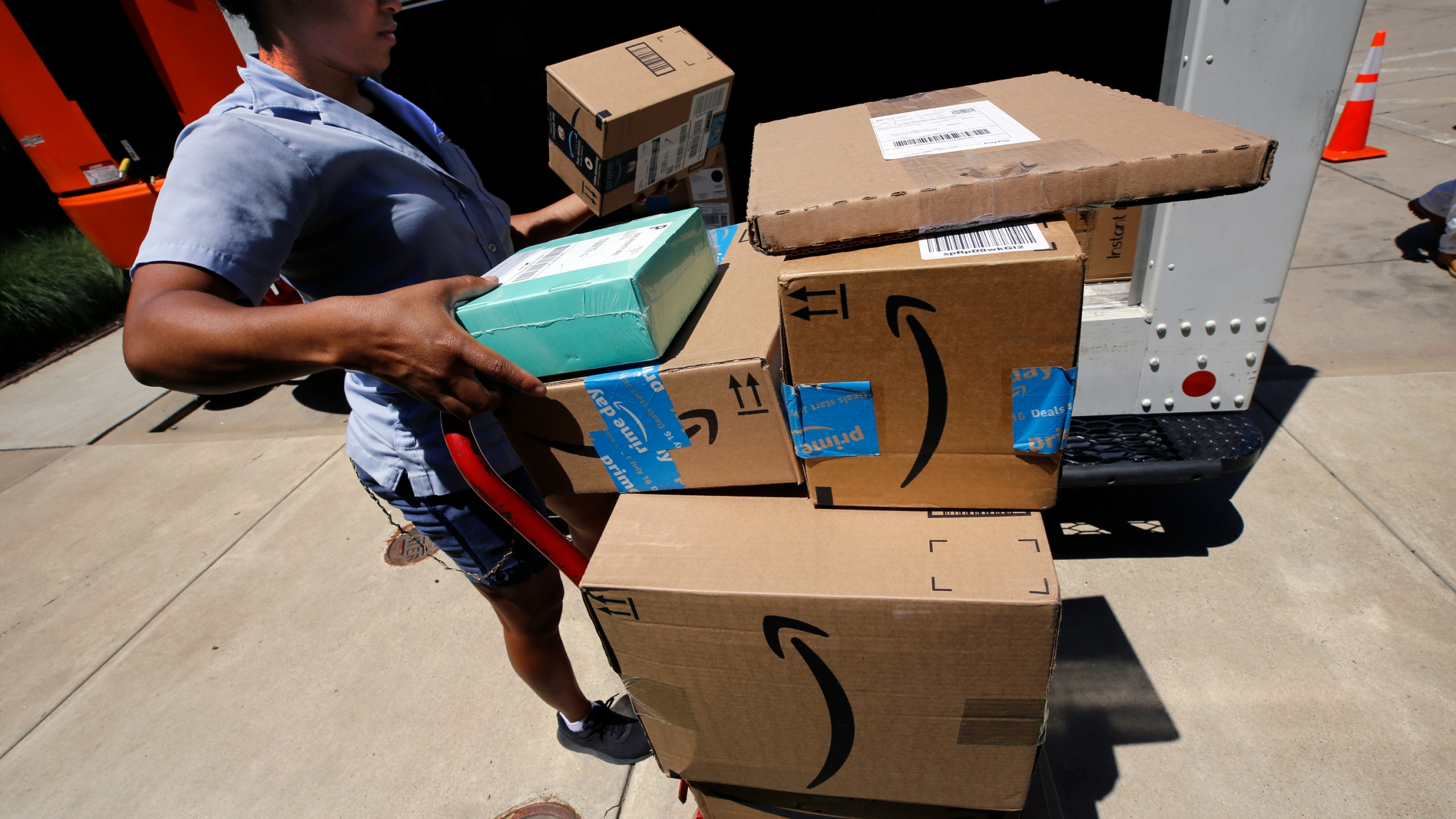 Amazon pushes Whole Foods grocery delivery to new cities