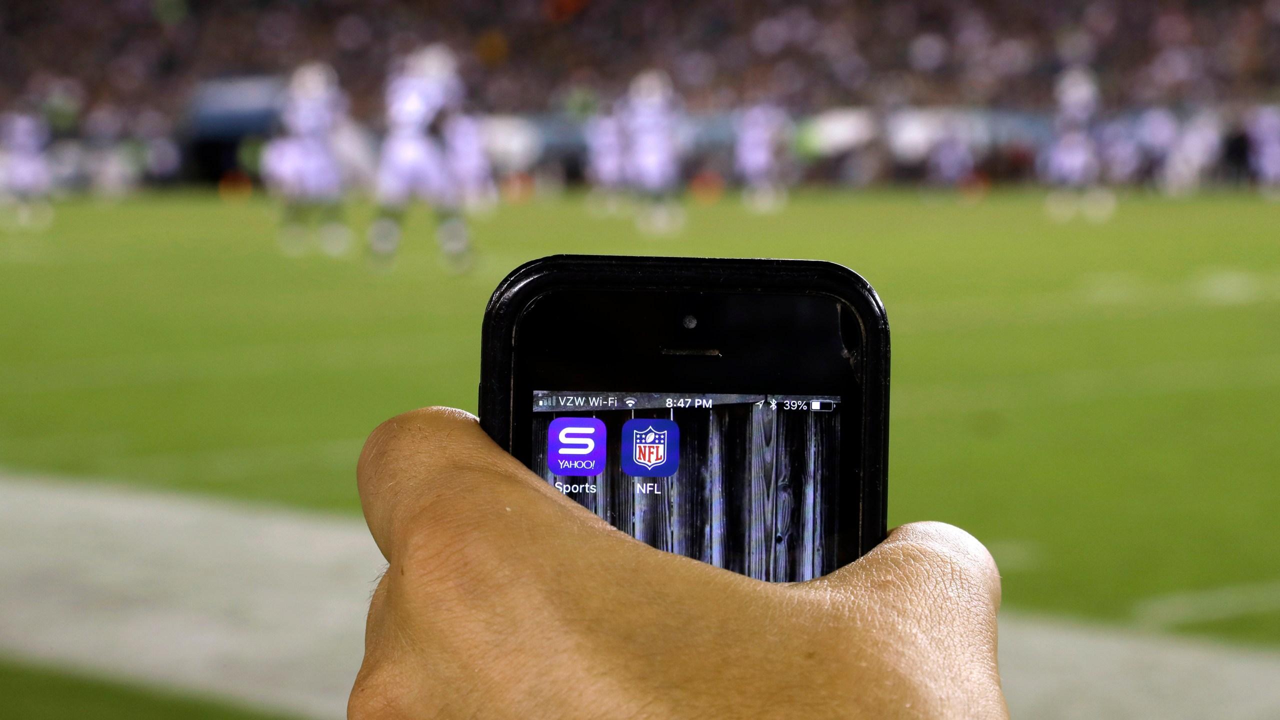 Watching Football Online_1536168508348