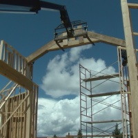 VIDEO: Episode 7 Crews install trusses on house