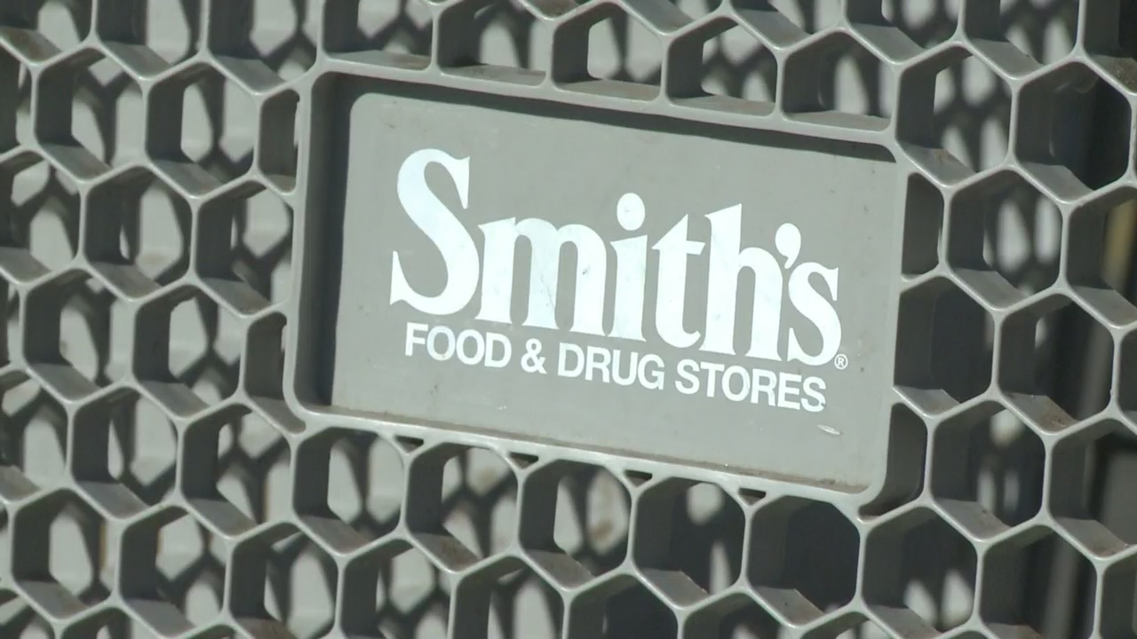 Smith's grocery stores roll out security feature for shopping carts_1545088118235.jpg.jpg