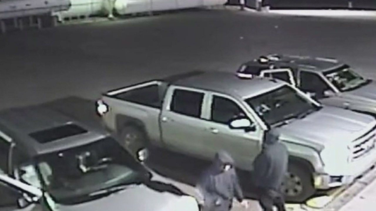 Farmington police ask for help catching gas station thieves_1550620849993.jpg.jpg