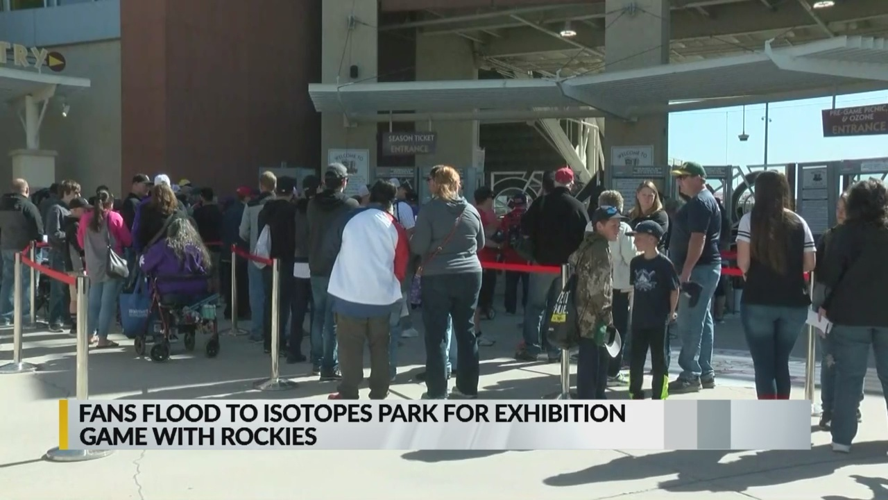 Fans_flood_Isotopes_Park_for_exhibition__9_20190325180931