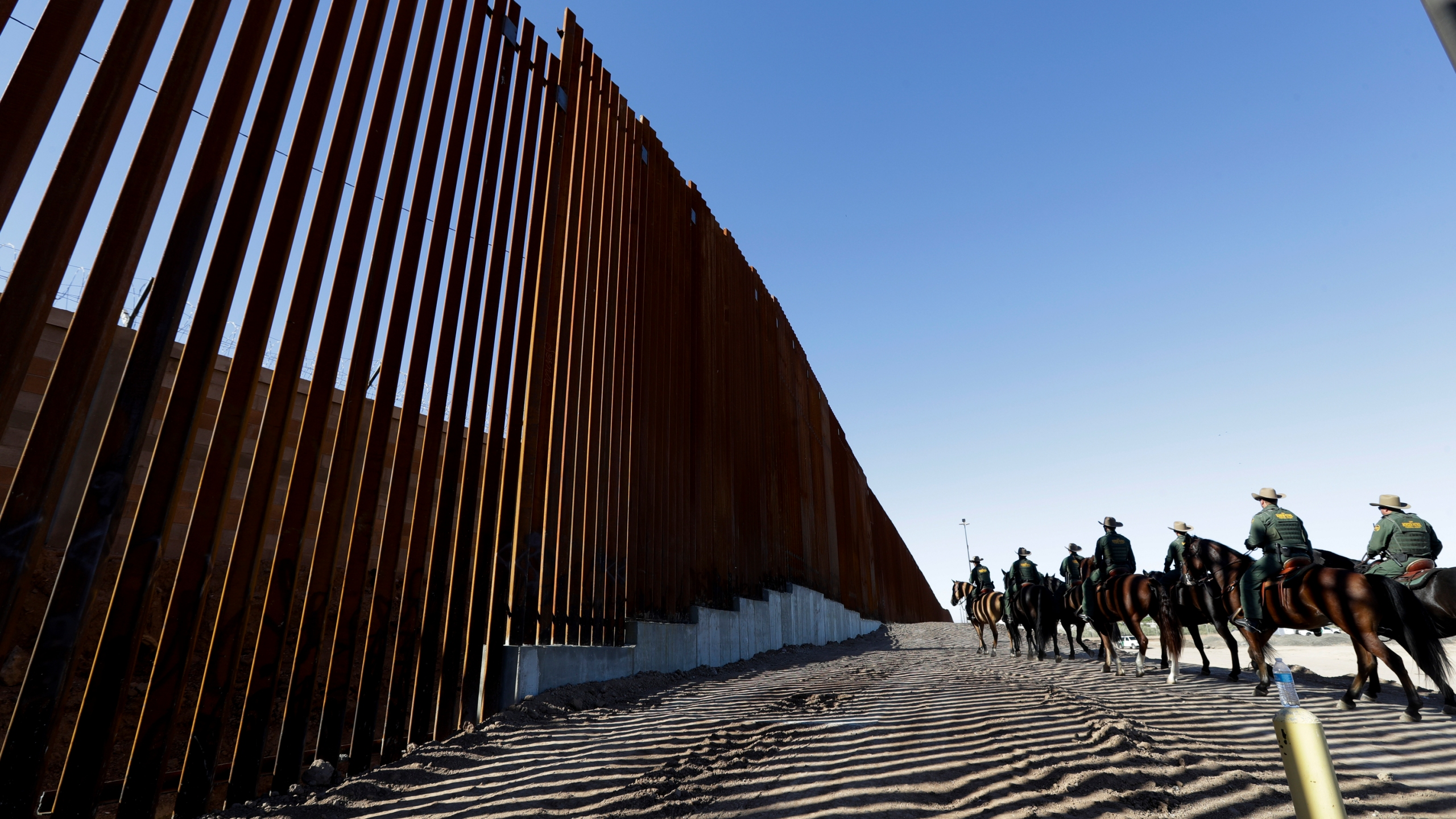 Border_Security_Wall_78227-159532.jpg02768021
