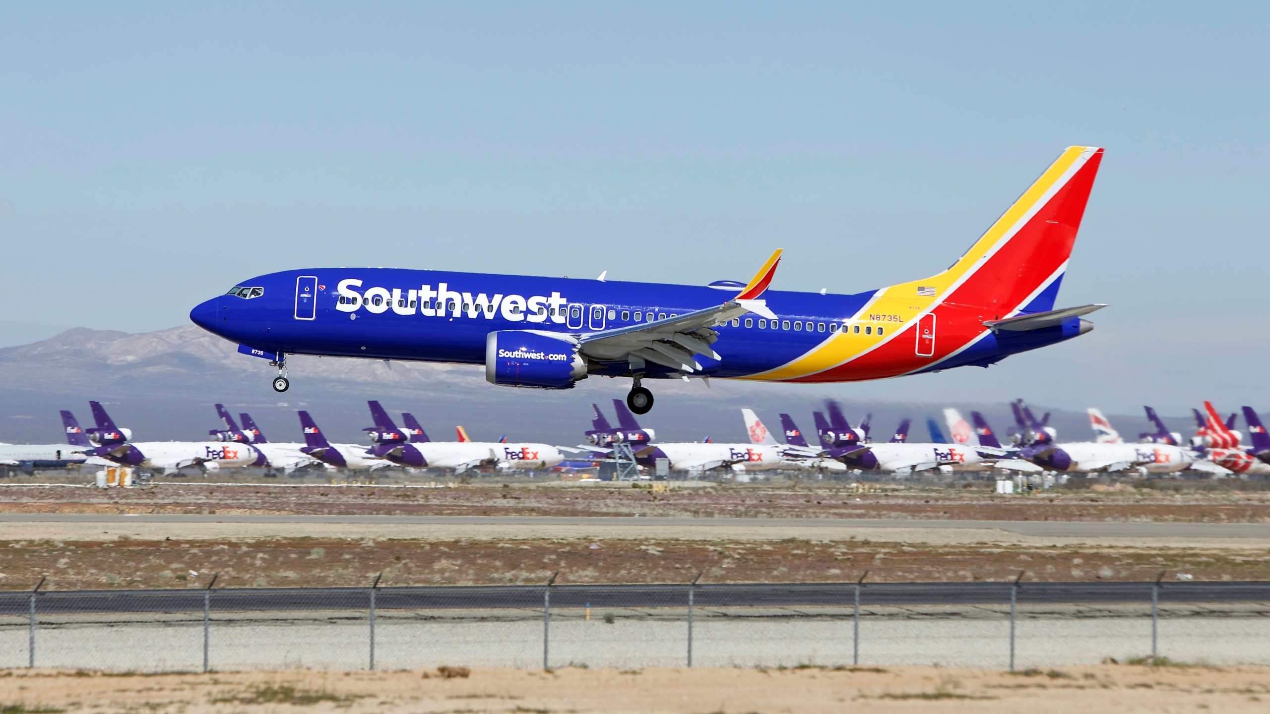 Southwest_Grounded_Jets_56217-159532.jpg39682166