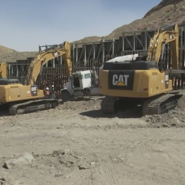 Construction on private border wall resumes in Sunland Park