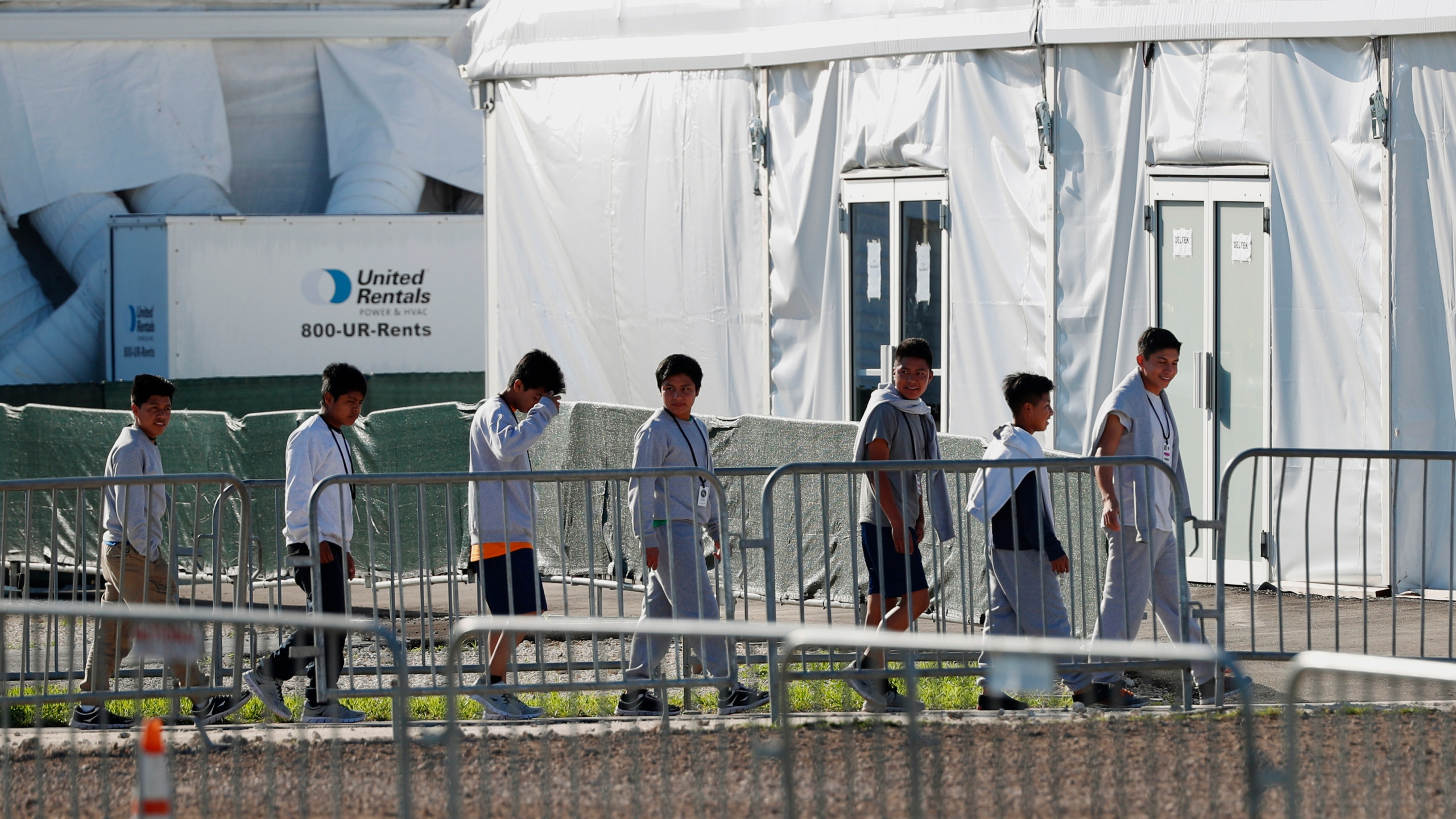Immigrant_Children-Detained_42242-159532.jpg66398597