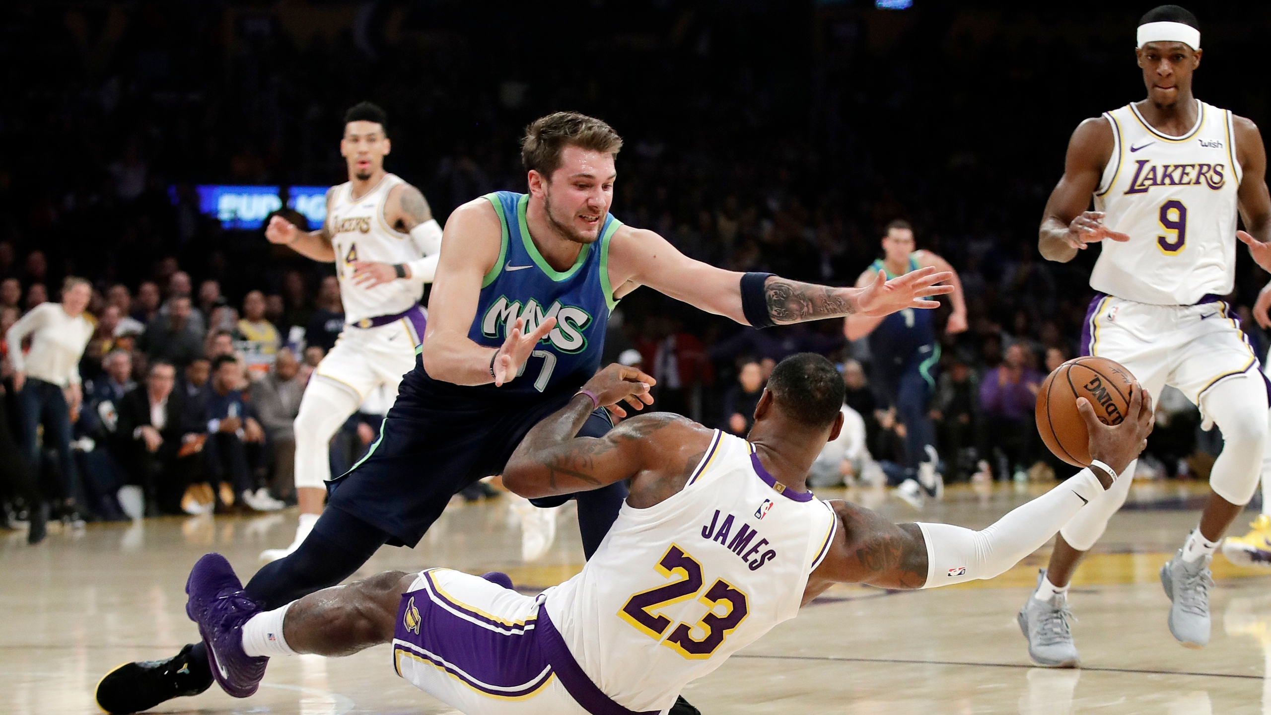 Luka Gets 27 Mavs Snap Lakers 10 Game Win Streak 114 100 Krqe News 13