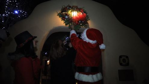 UNM brings holiday tradition into the 21st century