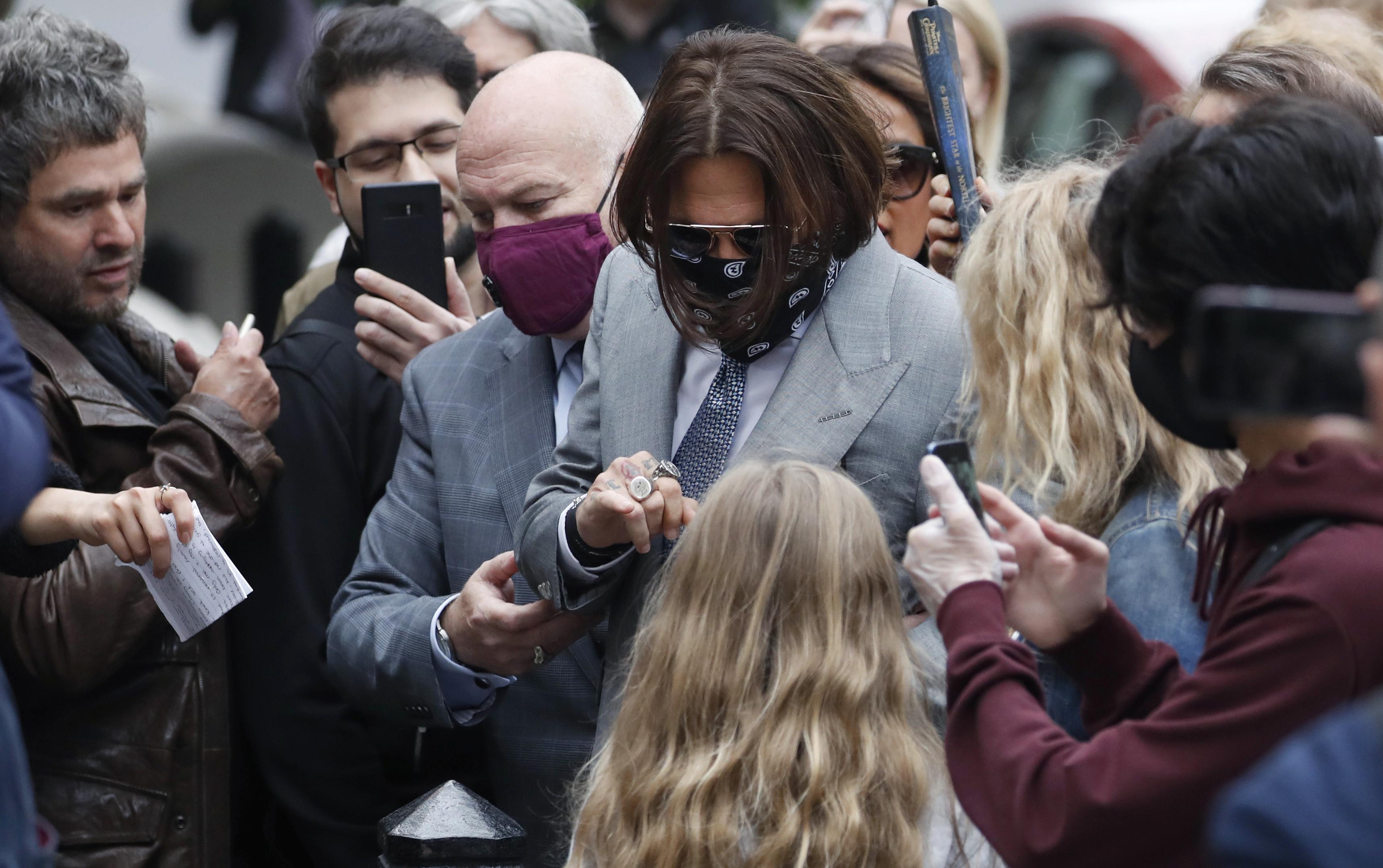 Depp S Bodyguard Says Amber Heard Abused The Hollywood Star Krqe News 13