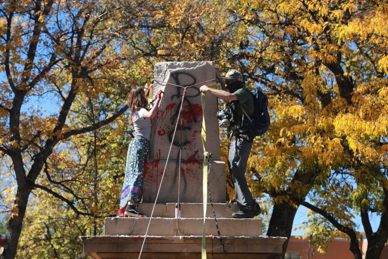 Photos Santa Fe Plaza Obelisk Torn Down By Protesters Krqe News 13