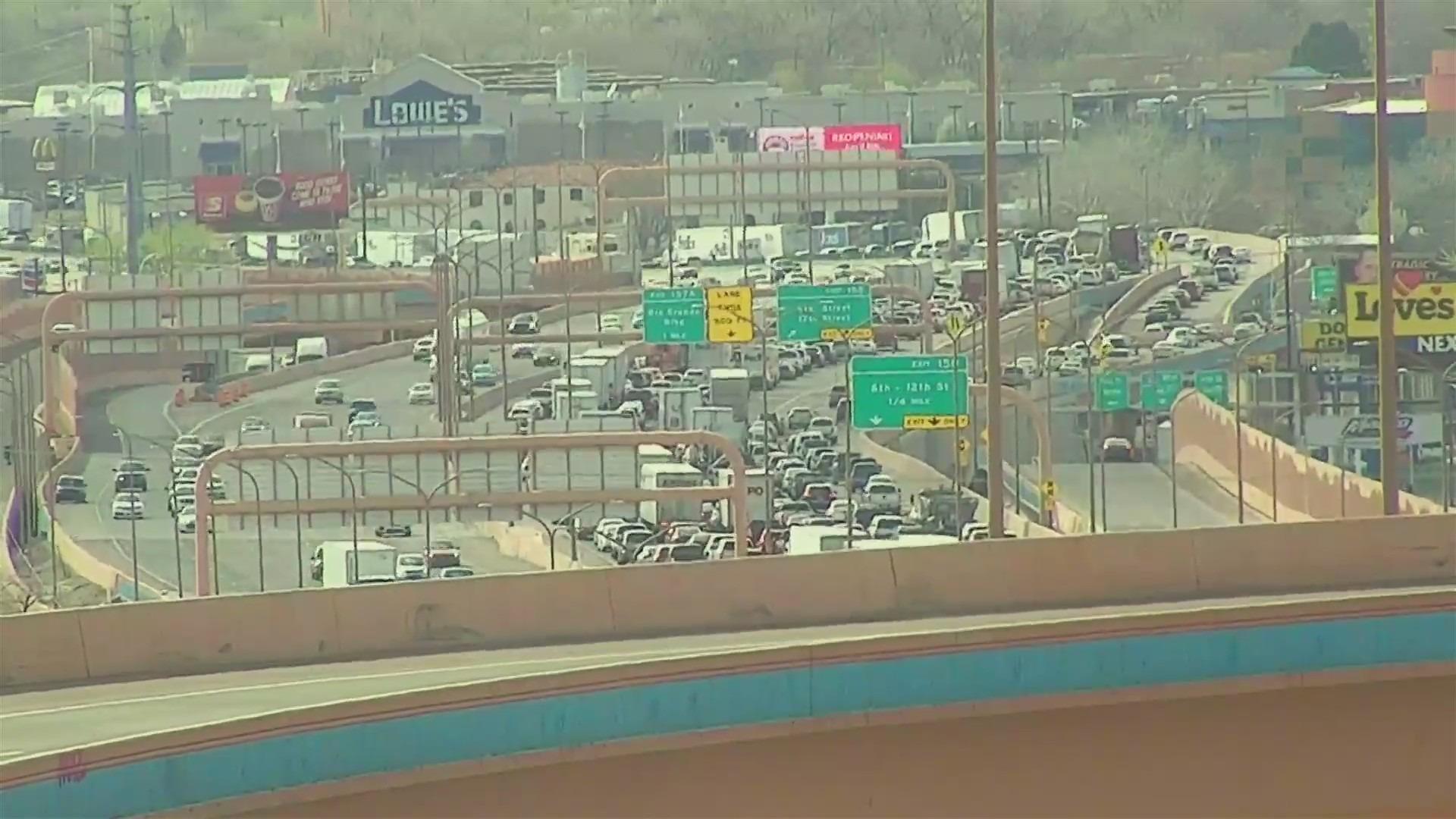 Six vehicle crash shuts down I-40 westbound at Rio Grande
